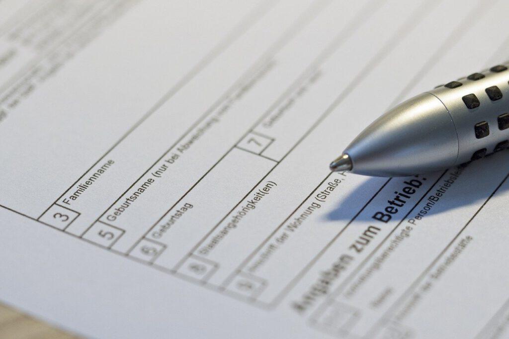 Stift mit Behördenformular